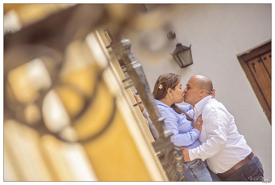 fotos pre boda bogota - Un rincon urbano nos sirvio de escenario para que Wilder y Soraya siguieran eternamente romanticos